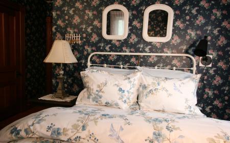 Full size bed in Dorothy's room