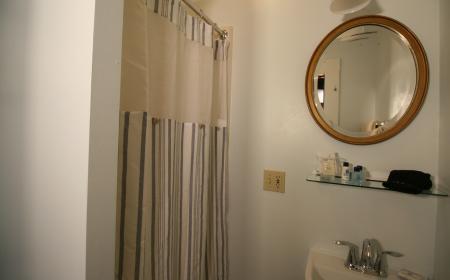 En-suite bathroom in Dorothy's room
