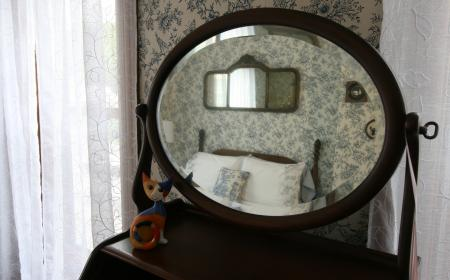 Lizzie's room - mirror view