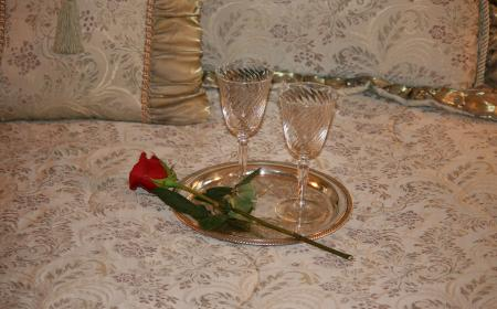 Wine glasses & rose