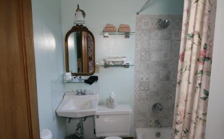 En-suite bathroom in Sarah's room
