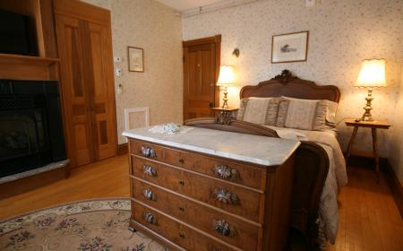 The Governor's Inn - The Governor's Room