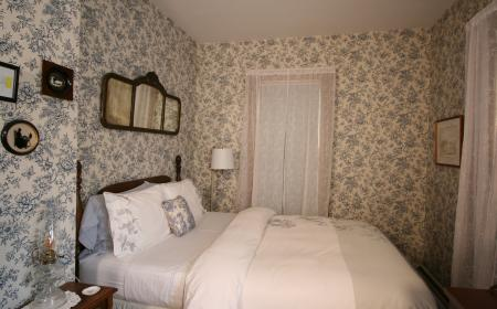 The Governor's Inn - Lizzie's room