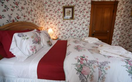 The Governor's Inn- Sarah's Room
